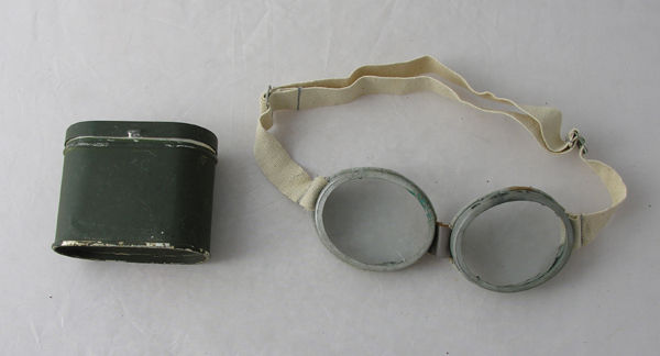 WW2 Luftwaffe Flight Goggles with can