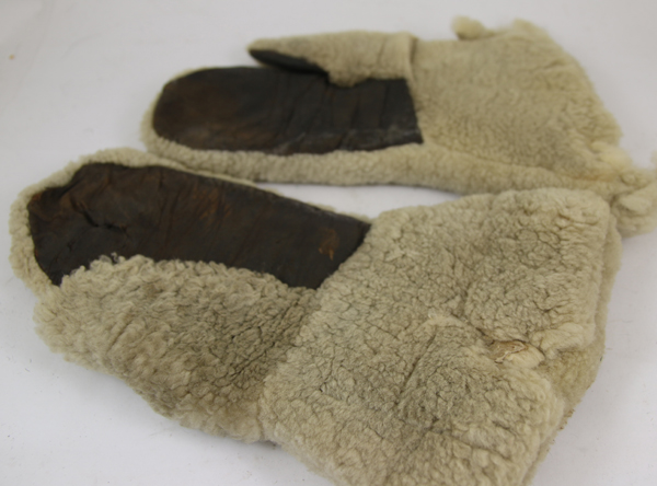 Fur Mittens with leather palms