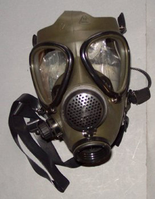 Iraqi M85 Gas Mask with filter�