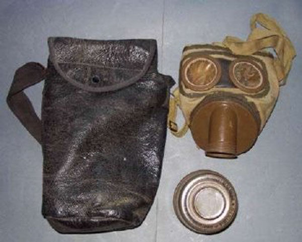 French T.C. 38 Gas Mask with f