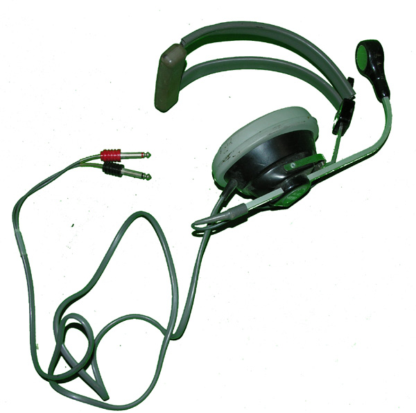 Headset with one earphone and microphone